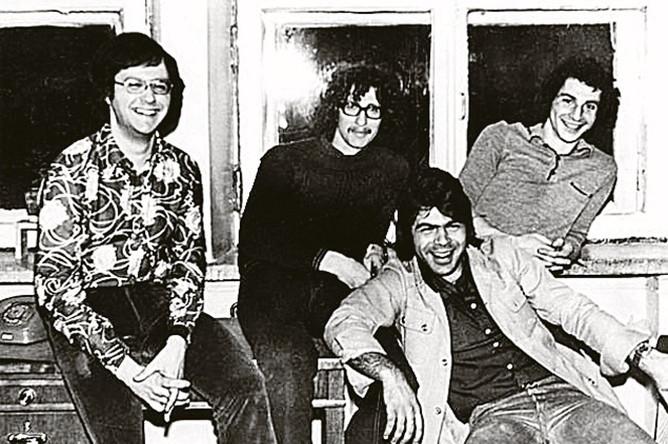Андрей Давидян (в пиджаке) создает группу «Виктория». 1977 год