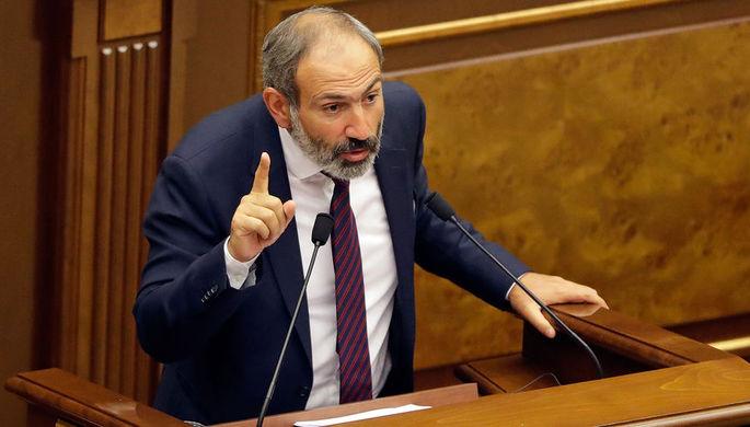Оппозиционный политик Никол Пашинян во время выступления в парламенте Армении в Ереване, 1 мая 2018...