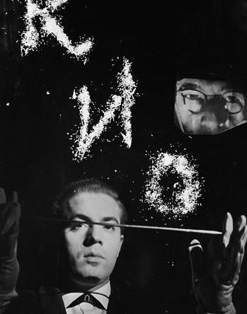 Иллюзионист Игорь Кио выступает в Московском цирке, 1967 год