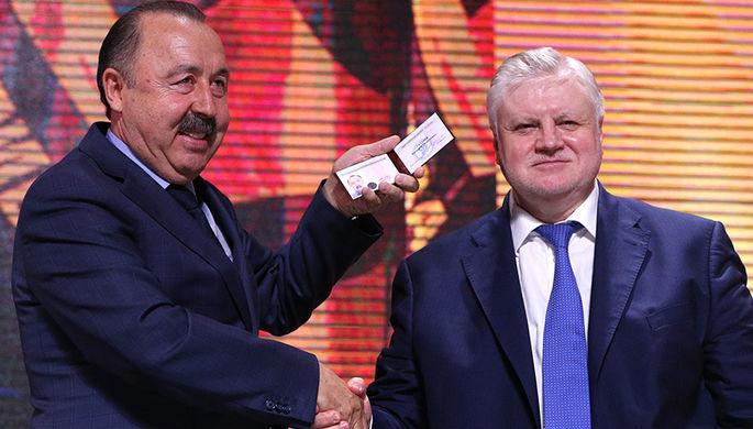 Член партии «Справедливая Россия» Валерий Газзаев и председатель партии «Справедливая Россия» Сергей Миронов (слева направо)