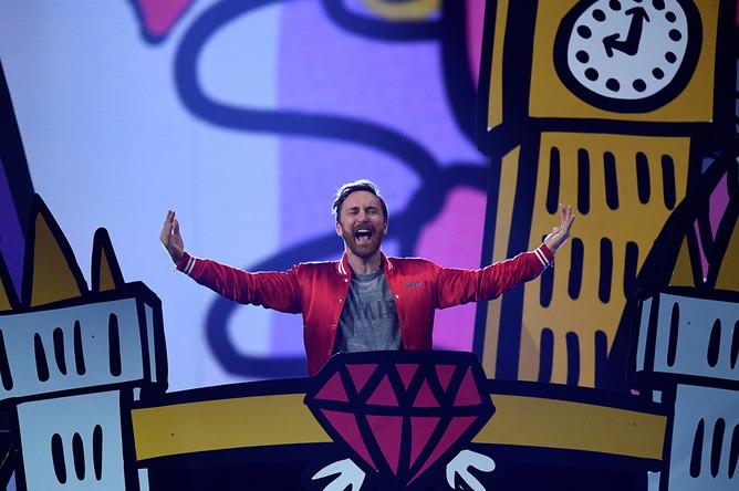 Диджей Дэвид Гетта во время выступления на MTV Europe Music Awards в Лондоне, 12 ноября 2017 года