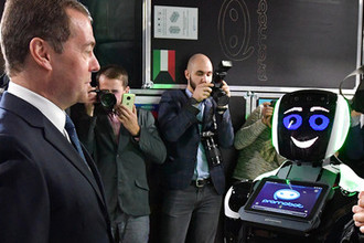 Вкалывают роботы: россиянам предложили креатив