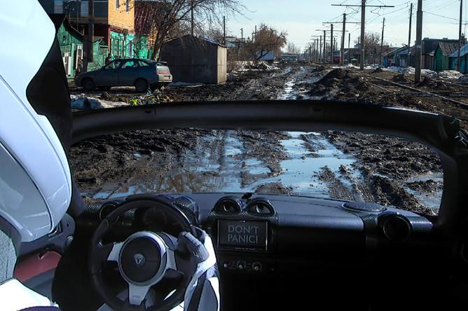 Tesla Roadster Илона Маска на одной из улиц в российской глубинке (коллаж)