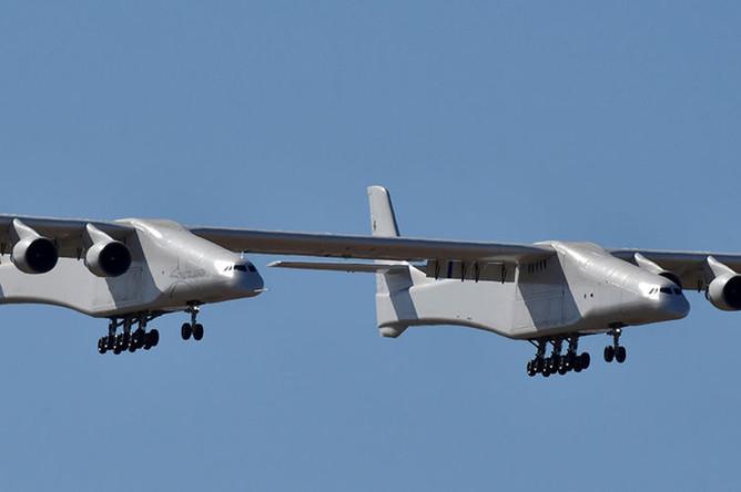 Самый большой в мире самолет-носитель Stratolaunch Model 351, 13 апреля 2019 года