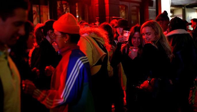 Берегитесь друзей: чем на самом деле опасны бары в пандемию