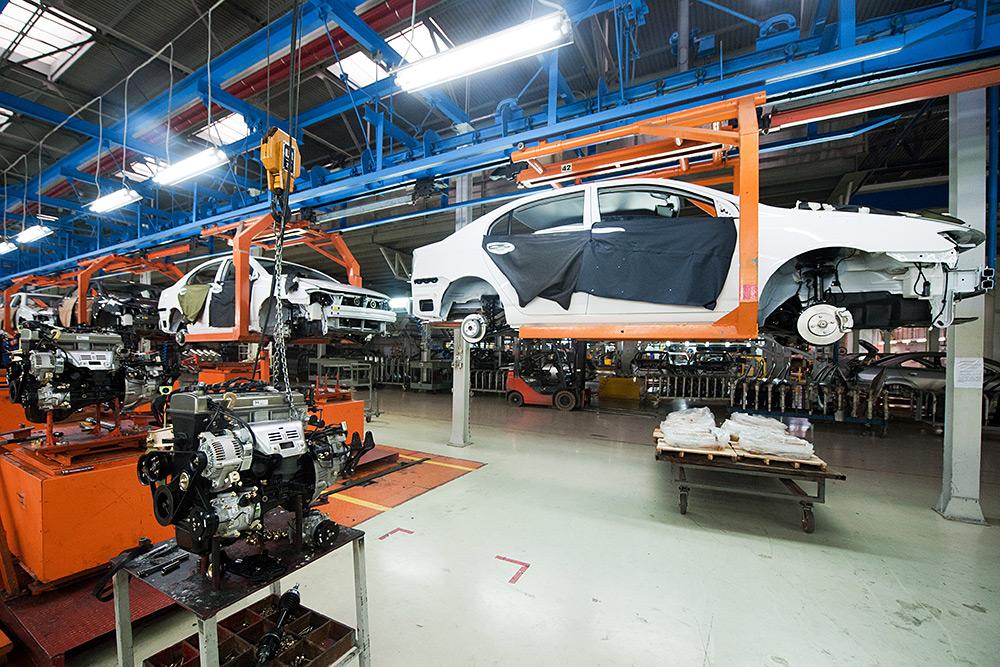 Сборка машины на конвейере прогресс датчики скорости элеватора