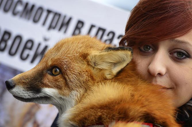 Участница всероссийской акции «Животные — не одежда» во Владивостоке