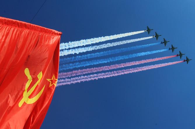 Штурмовики Су-25 во время воздушной части военного парада в Москве в честь 71-й годовщины Победы в Великой Отечественной войне 1941-1945 годов