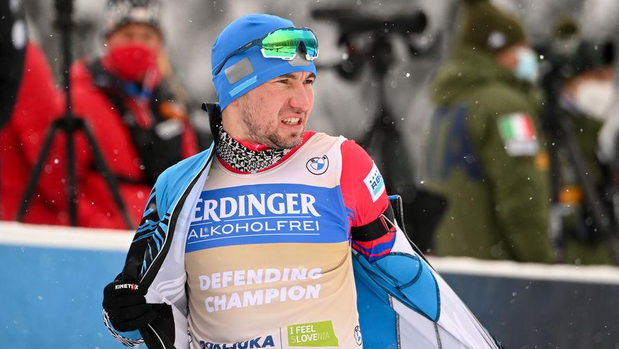 Александр Логинов на пристрелке перед стартом в спринте на 10 км среди мужчин чемпионата мира по биатлону в словенской Поклюке