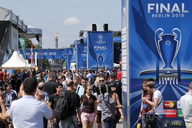 Фестиваль чемпионов УЕФА проходит у Бранденбургских ворот