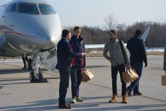 Вторая ракетка мира Новак Джокович и теннисист российской сборной Даниил Медведев в аэропорту Ниша