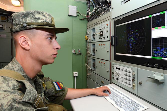 Оператор ВВО 96Л6 рядовой Александр Колесников.