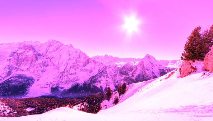 Туристы, потепление, водоросли: откуда в Альпах розовый снег