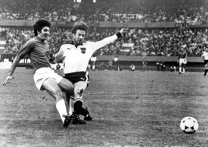 Паоло Росси во время матча Чемпионата мира по футболу между сборными Италии и Австрии, 1978 год