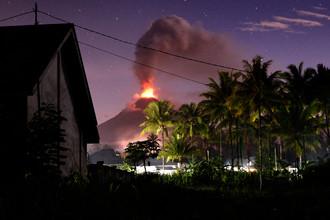 В Индонезии началось извержение вулкана Сопутан