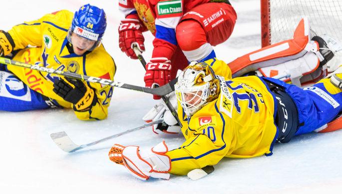 Сборная России по хоккею празднует гол в матче с Чехией