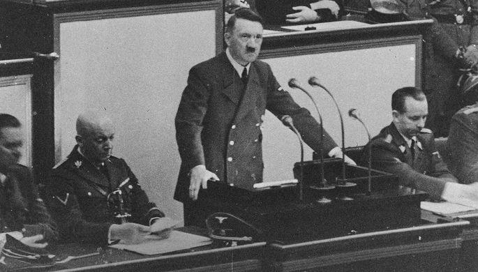 Адольф Гитлер выступает в рейхстаге, 1939 год