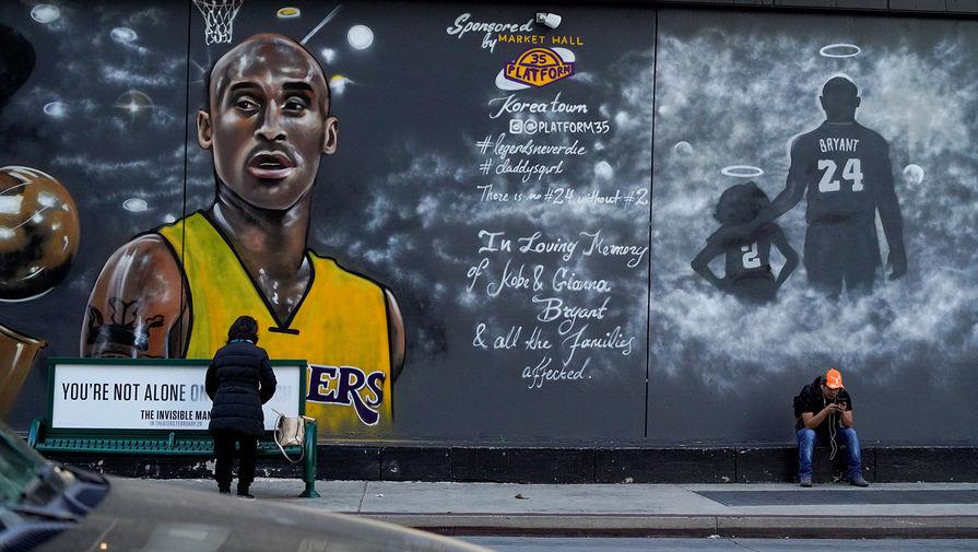 Граффити с Коби Брайантом у арены «Стэйплс-центр» в Лос-Анджелесе, 24 февраля 2020 года
