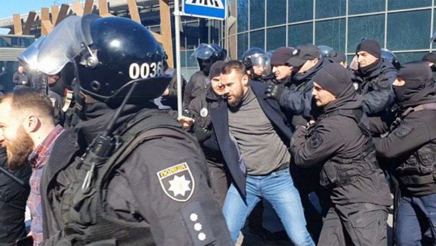 Задержание националистов, которые напали на советника секретаря СНБО Украины Сергея Сивохо