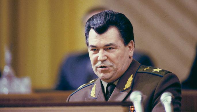 Главнокомандующий вооруженными силами СНГ Евгений Шапошников на Всеармейском офицерском собрании в Кремле, 1992 год