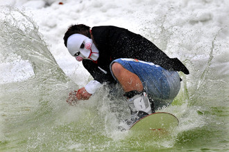 В странах СНГ сноуборд все популярнее и популярнее (и это не кадр из фильма!)