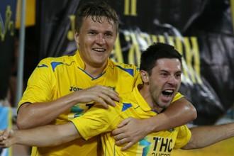 Александр Бухаров (слева) наконец-то забил за «Ростов»
