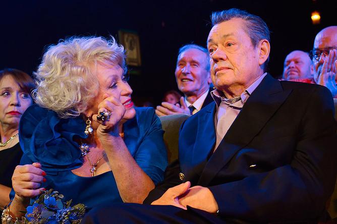 Актер Николай Караченцов с супругой Людмилой Поргиной на юбилейном вечере в честь 70-летия артиста в «Ленкоме»