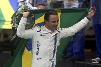 Бразильский пилот «Уильямса» Фелипе Масса стал жертвой аквапланирования и разбил болид, досрочно завершив свой последний домашний Гран-при — гонщик уже объявил о завершении карьеры по итогам своего 13-го сезона в «Формуле-1». Местные болельщики горячо приветствовали кумира несмотря на аварию, а сам Масса не смог сдержать слез, пройдя перед трибунами с развевающимся за спиной национальным флагом.