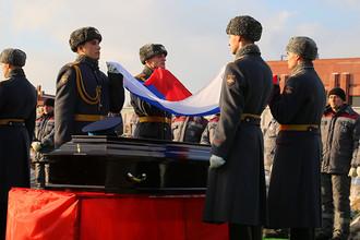 Похороны жертв крушения самолета Ту-154 Минобороны на Федеральном военном мемориальном кладбище в Мытищах, 16 января 2017 года