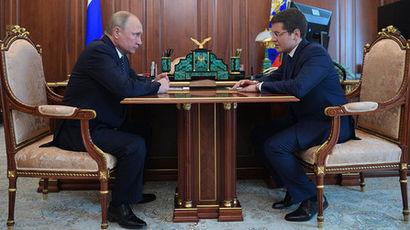 Президент России Владимир Путин и Дмитрий Артюхов во время встречи в связи с назначением его...