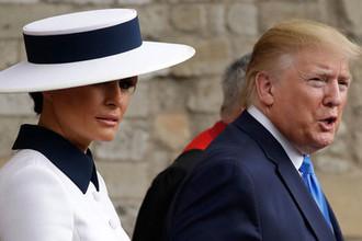 Первая леди США Меланья Трамп и президент Дональд Трамп около Вестминстерского аббатства в Лондоне, 3 июня 2019 года