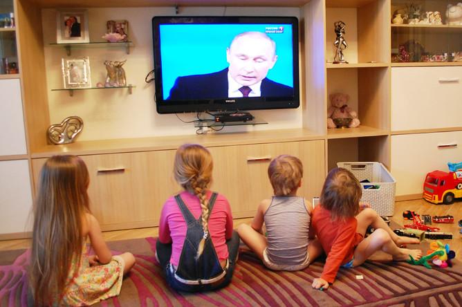 Дети смотрят программу «Прямая линия с Владимиром Путиным»