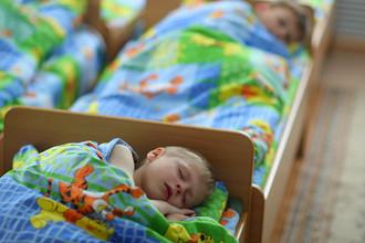 Воспитанники детского дома во время тихого часа