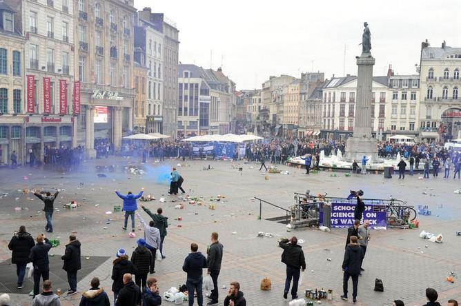 Болельщики «Эвертона» подверглись нападению со стороны французской полиции