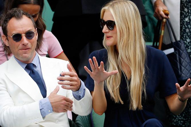 Джуд Лоу с подругой Филиппой Коун