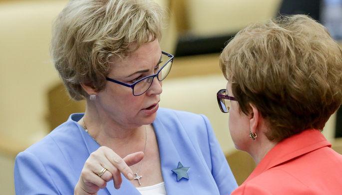 Член комитета Госдумы по охране здоровья Татьяна Соломатина на пленарном заседании, июль 2017 года