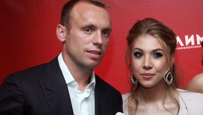 Не получит ни копейки: Глушаков проиграл суд бывшей жене