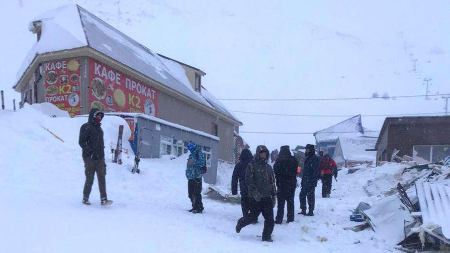 Место схода лавины в Домбае у горы Мусса-Ачитара, 18 января 2021 года