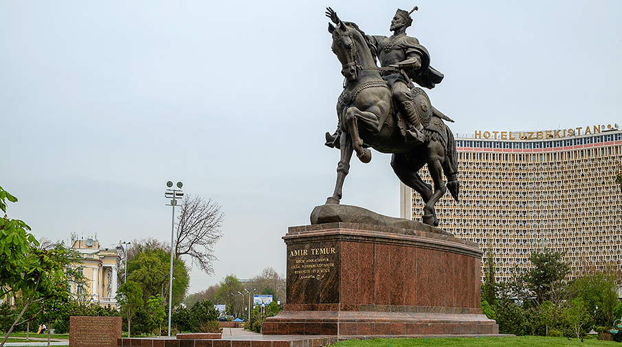 Памятник Тамерлану в Ташкенте. Фото: Shutterstock