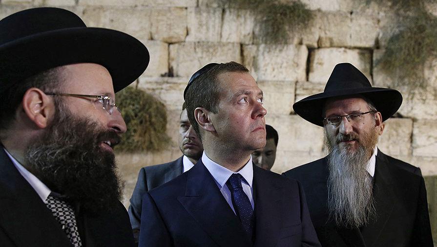 Верующий в лохокост Айфончик требует пресекать на корню антисемитские настроения и националистические высказывания