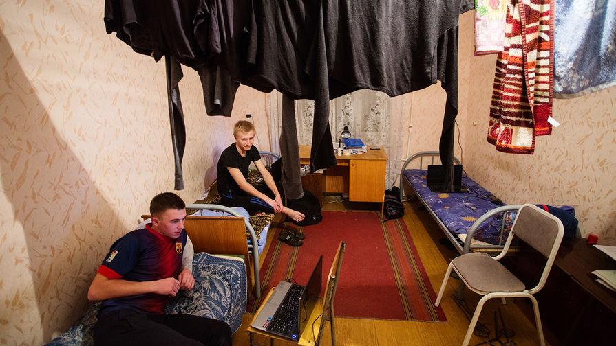 Студенты в общежитии Омского государственного аграрного университета, ноябрь 2017 года