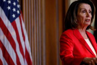 Лидер фракции меньшинства в палате представителей конгресса США Нэнси Пелоси во время пресс-конференции в Вашингтоне, апрель 2018 года