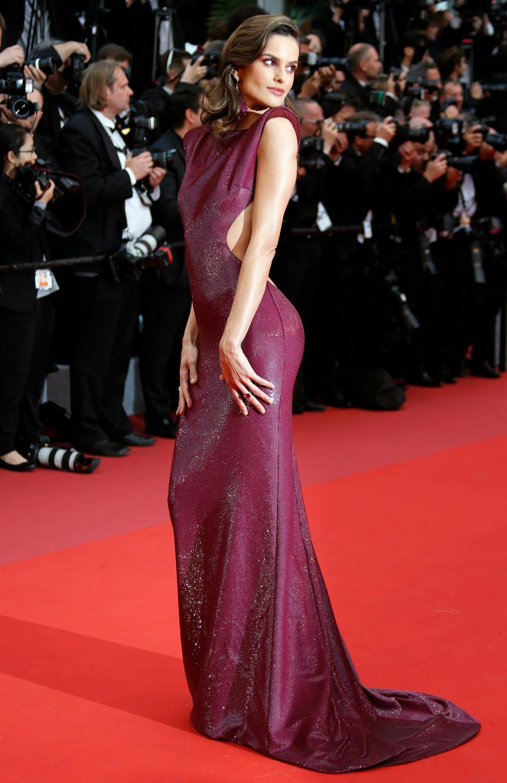 Модель Изабель Гулар на красной дорожке Каннского кинофестиваля, 14 мая 2019 года
