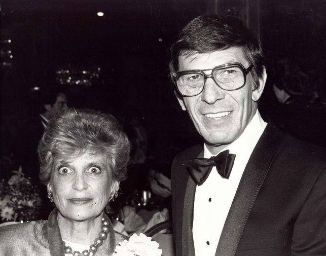 Леонард Нимой с супругой на ужине в Голливуде, 1980-е годы
