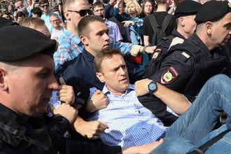 Задержание оппозиционного политика Алексея Навального во время несогласованной акции в центре Москвы, 5 мая 2018 года
