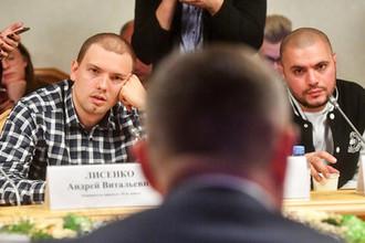 Исполнители Pra(KillaGramm) (Максим Иньков) и Птаха (Давид Нуриев) во время круглого стола молодежного парламента при Госдуме «Свобода слова в рэпе», 6 декабря 2018 года