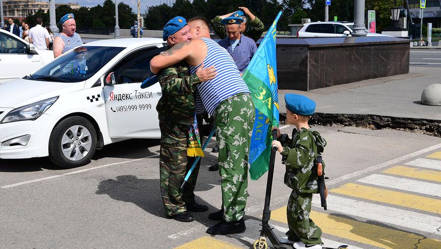 Десантники на праздновании Дня Воздушно-десантных войск в парке Горького в Москве, 2 августа 2020 года