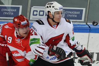 Павел Валентенко (справа) в матче со «Спартаком»