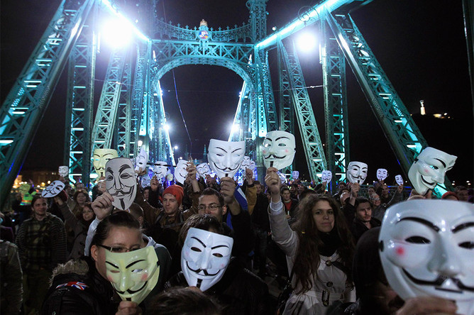 Участники акции «Марш миллиона масок» в Будапеште, Венгрия