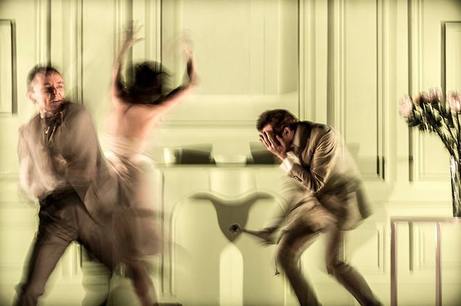 Сцена из спектакля «Король Убю» Деклана Доннеллана